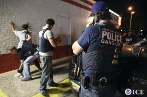 2014-05 Handout.Reuters USA-CRIME-GANGS