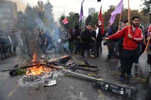 Estudiantes-destrozaron-Santiago-Foto-AFP_LRZIMA20150528_0059_11